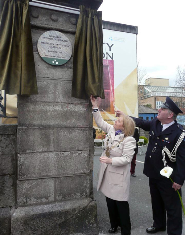 Lord Mayor and plaque